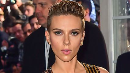 This 72-year-old grandma looks identical to Scarlett Johansson!