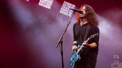 "Foo Fighters dedicate ""Everlong"" to late fan during Glastonbury set"