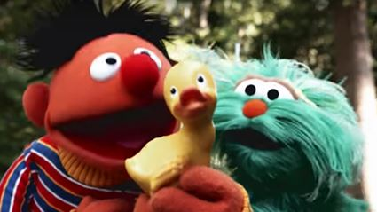 """This catchy Sesame Street cover of """"Despacito"""" is the cutest thing you'll see all day!"""