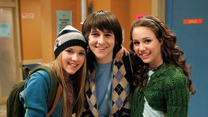 Oliver from 'Hannah Montana' looks so different now!